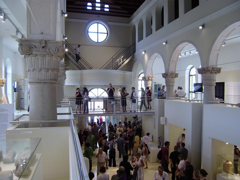 AMI - Otvorenje izložbe 'Pula - rađanje grada'. Pogled s galerije. Autor: Robert Jukić.