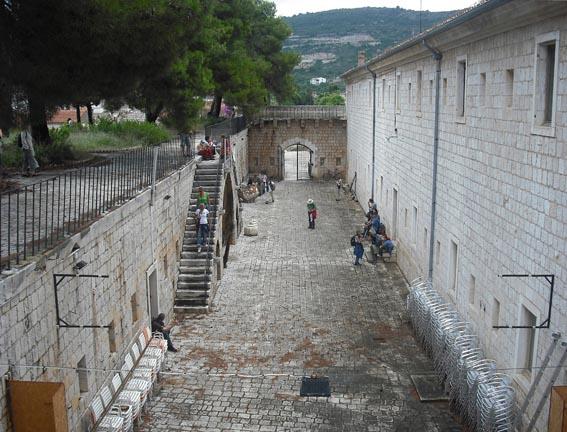 Zgrada Gospina batarija - arheološki lokalitet Issa na Visu. Fotografiju ustupio: AMS.