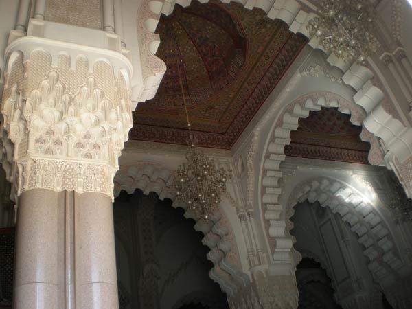 Maroko, Casablanca - Bogato ukrašena unutrašnjost džamije Hasana II.