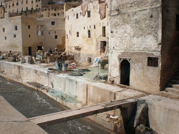 Maroko, Fes - Ulaz u bojaonicu kože.