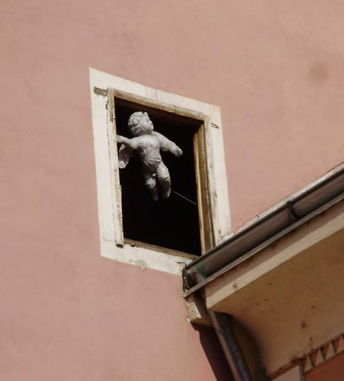 Varaždin - Anđeo u prozoru. Snimio: Robert Tabula.