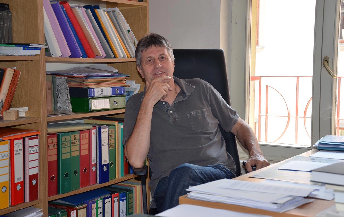 Znanstveni savjetnik, dr. Slavko Ciglenečki u svom uredu. Foto: VJB.