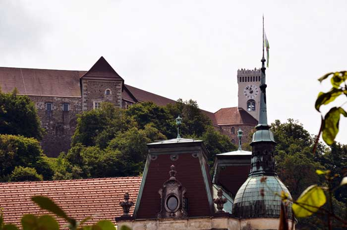 Putovanja – LJUBLJANA: Tak blizu. Tak drugače. (Peti dio) [Osvrt Ada Jukić]. Pogled na Ljubljanski grad. Foto: VJB.