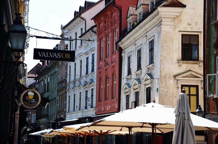 Putovanja – LJUBLJANA: Tak blizu. Tak drugače. IVi dio Ulica Stari trg. Foto: VJB.
