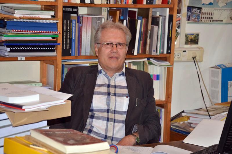 Prof. dr. sc. Miljenko Jurković u kabinetu. Foto: VJB.