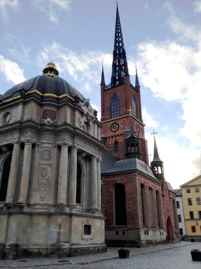 Putovanja - Stockholm. Riddarholmskyrkan je crkva na otoku Riddarholmen i jedna je od najstarijih građevina u Stockholmu. Tamo su pokapani švedski monarsi od 1632., a dijelovi joj datiraju u 13. stoljeće. Foto: VJ.