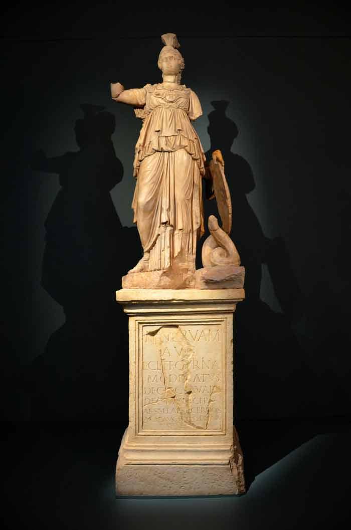 AMZ | [SLO] CD - Otvorenje izložbe 'Aquae Iasae', kip božice Minerve. Foto: VJB.