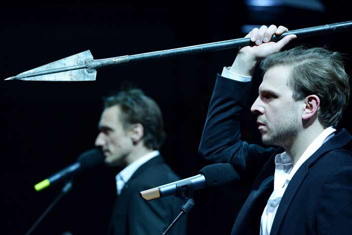 DRAMA | CD | MG - Homerova Iliada u režiji Jerneja Lorencija. Autor: Peter Uhan. Ustupili: DRAMA PRESS.