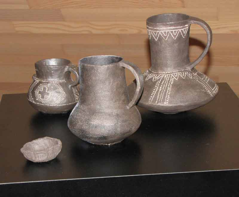Replike keramičkih nalaza pronađenih na području Iga. Fotografija: Pavla Peterle Udovič.